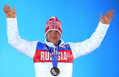 248976-evgenij-garanichev-stoish-na-pedestale-a-nogi-drozhat-biatlon-sochi-2014